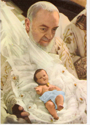 Padre Pio with the infant Jesus for the crib